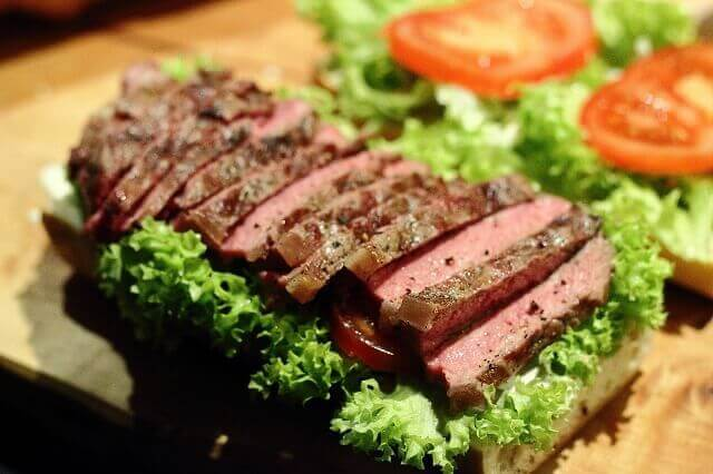 steak baguette mit portweinzwiebeln baguette beim belegen livingbbq. Black Bedroom Furniture Sets. Home Design Ideas