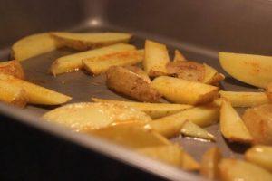 Hühnchen Pita mit Pommes Mediterranes no knead baguette_Living BBQ IMG 8416 1 300x200