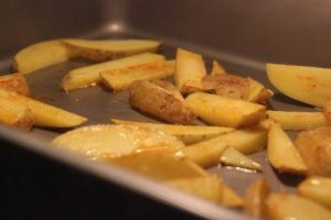 Hühnchen Pita mit Pommes Mediterranes no knead baguette_Living BBQ IMG 8416 300x200