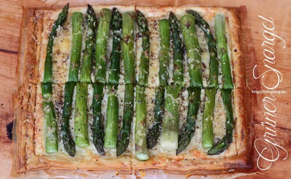 Blätterteigtarte mit grünem Spargel