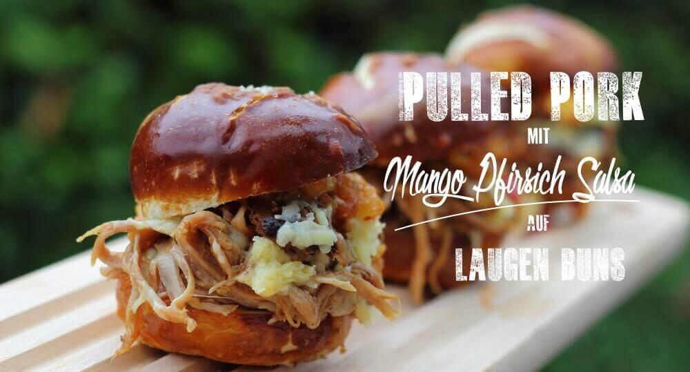 Pulled Pork mit Mango Pfirsich Salsa auf Laugenbuns grillrezepte_Pulled Pork Mango Pfirsich Salsa
