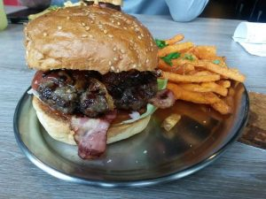 DuisBURGER BBQ Bacon Burger