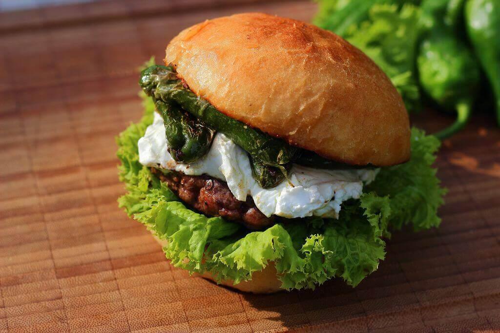 Pimientos de Padron Burger mit Ziegenfrischkäse pimientos de padron burger mit ziegenfrischkäse_LivingBBQ Pimientos de Padron Burger mit Ziegenfrischk  se II