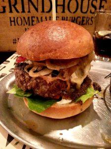 LivingBBQ Grindhouse Düsseldorf Burger Blue Cheese