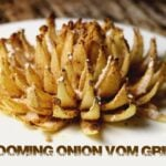 Blooming Onion vom Grill blooming onion vom grill_Blooming Onion vom Grill auf dem Teller