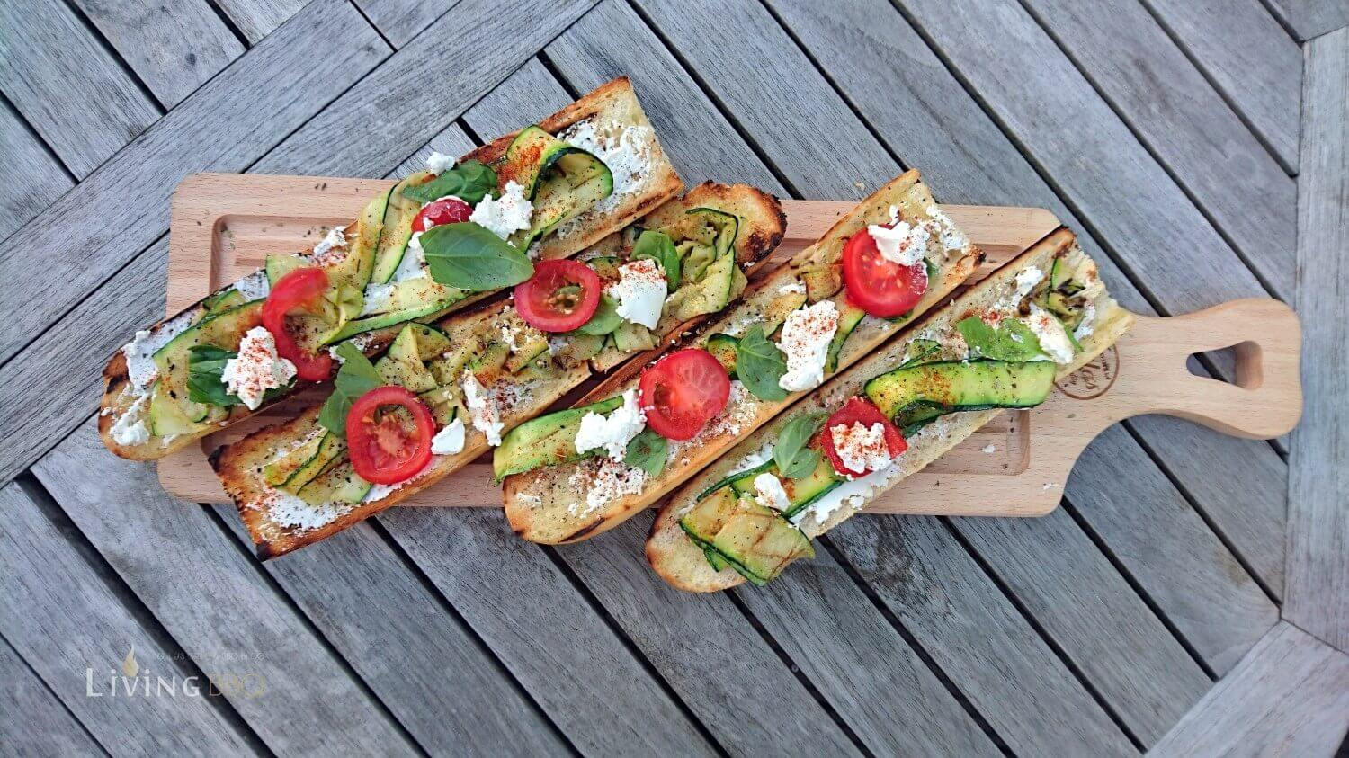 mediterranes vegetarisches fingerfood baguette. Black Bedroom Furniture Sets. Home Design Ideas