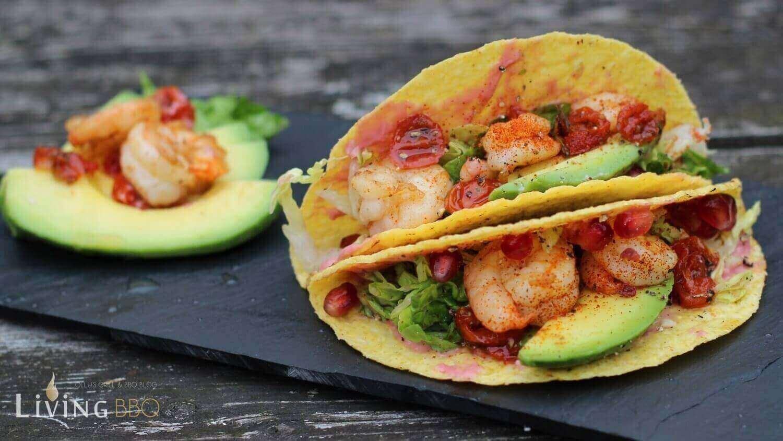 Taco Shells Mais Tortillas mit Garnelen und Avocado