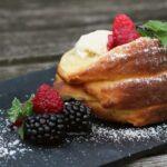 Baumstriezel vom Grill baumstriezel_Baumstriezel Rezept mit Beeren und Eisf  llung 150x150
