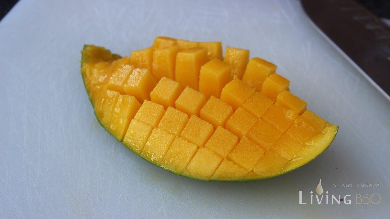 Mango tomaten mango salsa_Mango in W  rfel schneiden