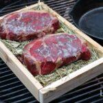 Rückwärts Steak grillen Axtschlag Heu Garschale