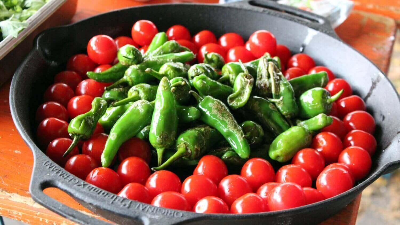 Beilage zum Grillen Mediterrane Pfanne beilage zum grillen_Pimientos de Padron mit Tomaten und Fetak  se