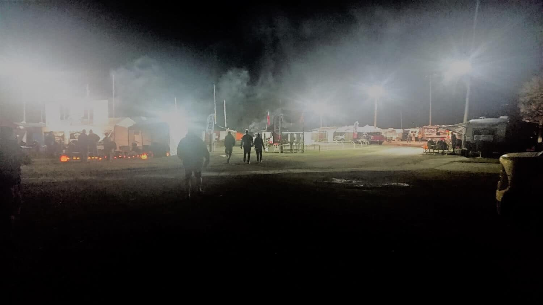 Nebelschwarden über dem Internationalen Dorf