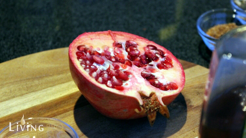 Granatapfel halbieren