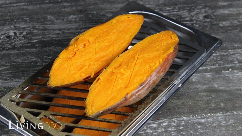 Süßkartoffeln halbieren