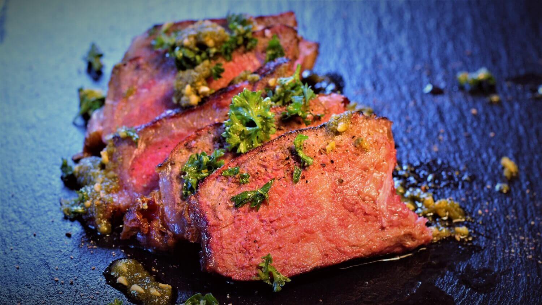 Dry Aged T-Bone Steak grillen Gremolata gremolata_Anschnitt Dry Aged T Bone Steak gremolata