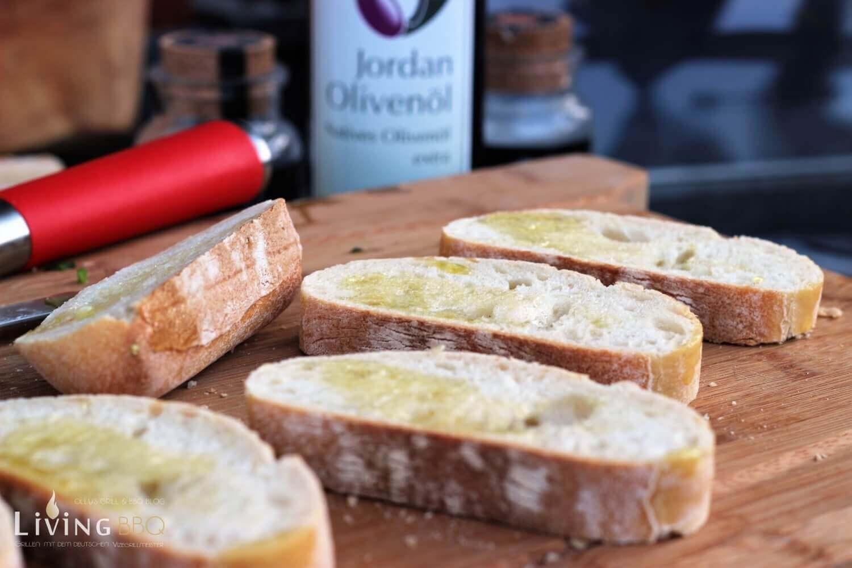 Bruschetta vorbereiten bruschetta_Bruschetta Baguette Brot Oliven  l Jordan  l 2