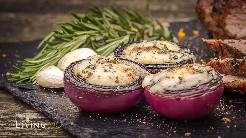 Rote Zwiebeln Portwein Ziegenkäse Kräuterheu