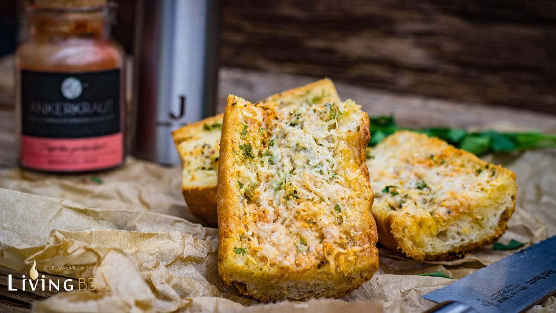 Baguette Brot mit Parmesan und Knoblauch