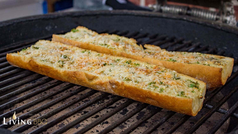 Brot auf dem Grill anrösten