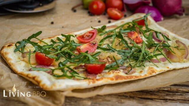 Mediterraner Flammkuchen mit Birne vom Grill