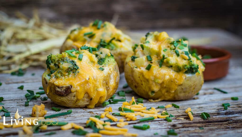 Backkartoffel mit Cheddarkäse und Broccoli