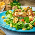Feldsalat mit Kartoffeldressing und Cheddar Käse Würfel