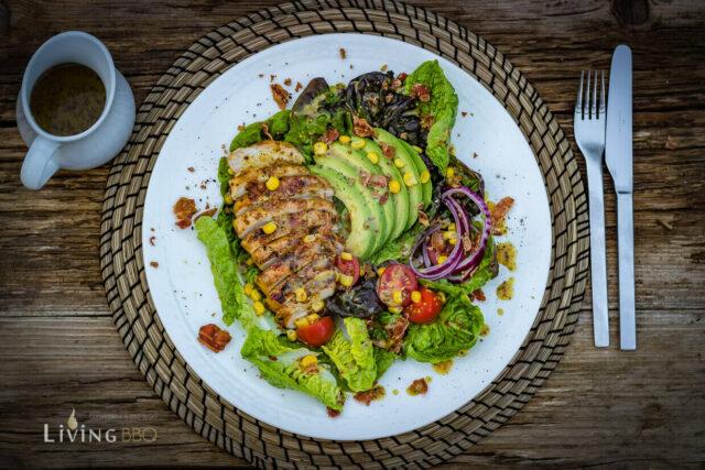Hähnchenbrustfilet auf Avocado Salat