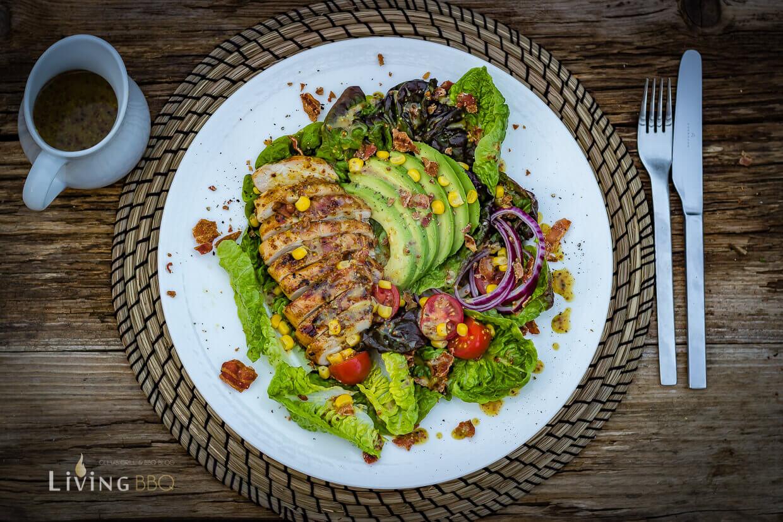 Hähnchenbrustfilet Mit Honig Senf Sauce Auf Avocado Bacon Salat