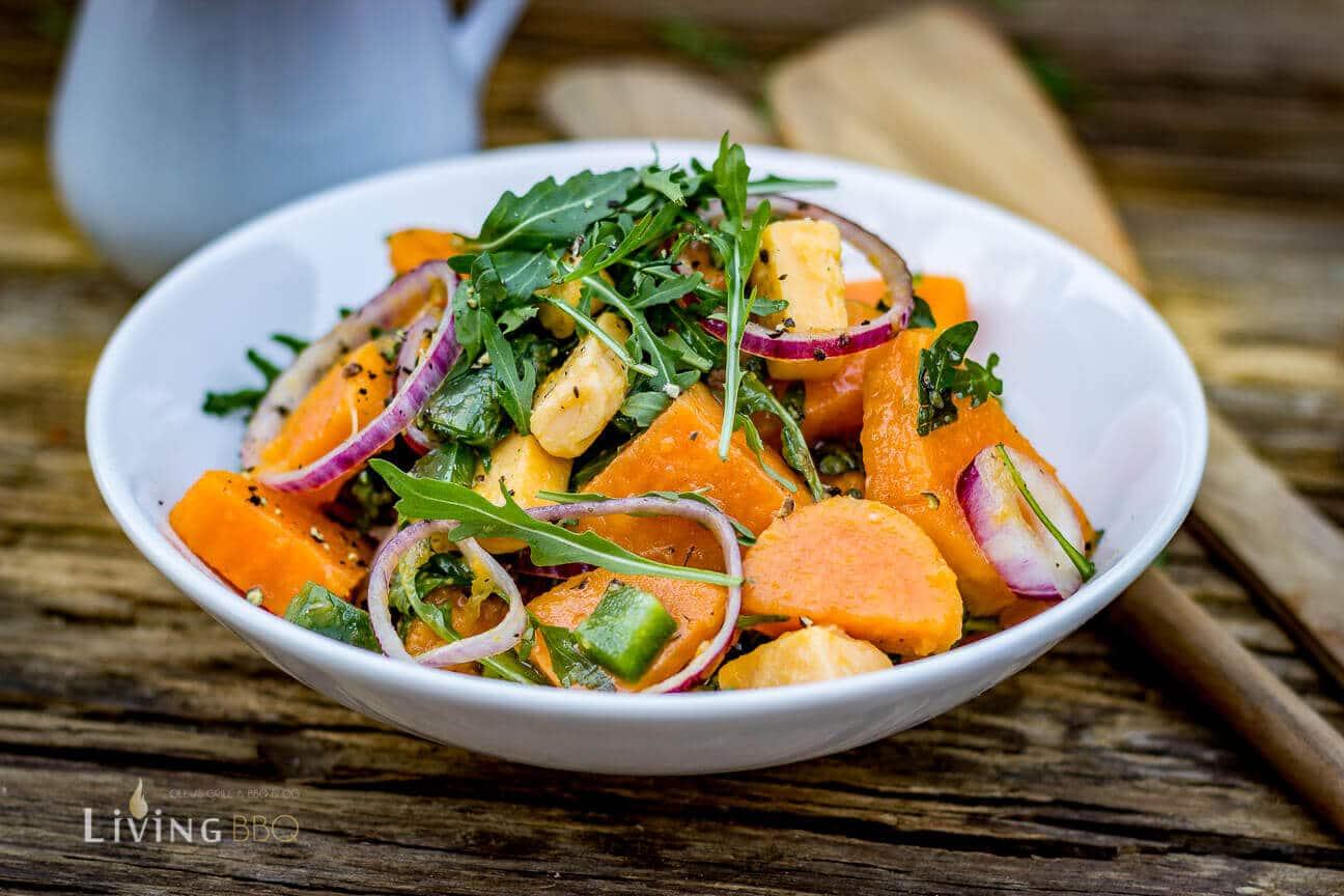 süßkartoffelsalat mit rucola, cheddar und essig Öl dressing