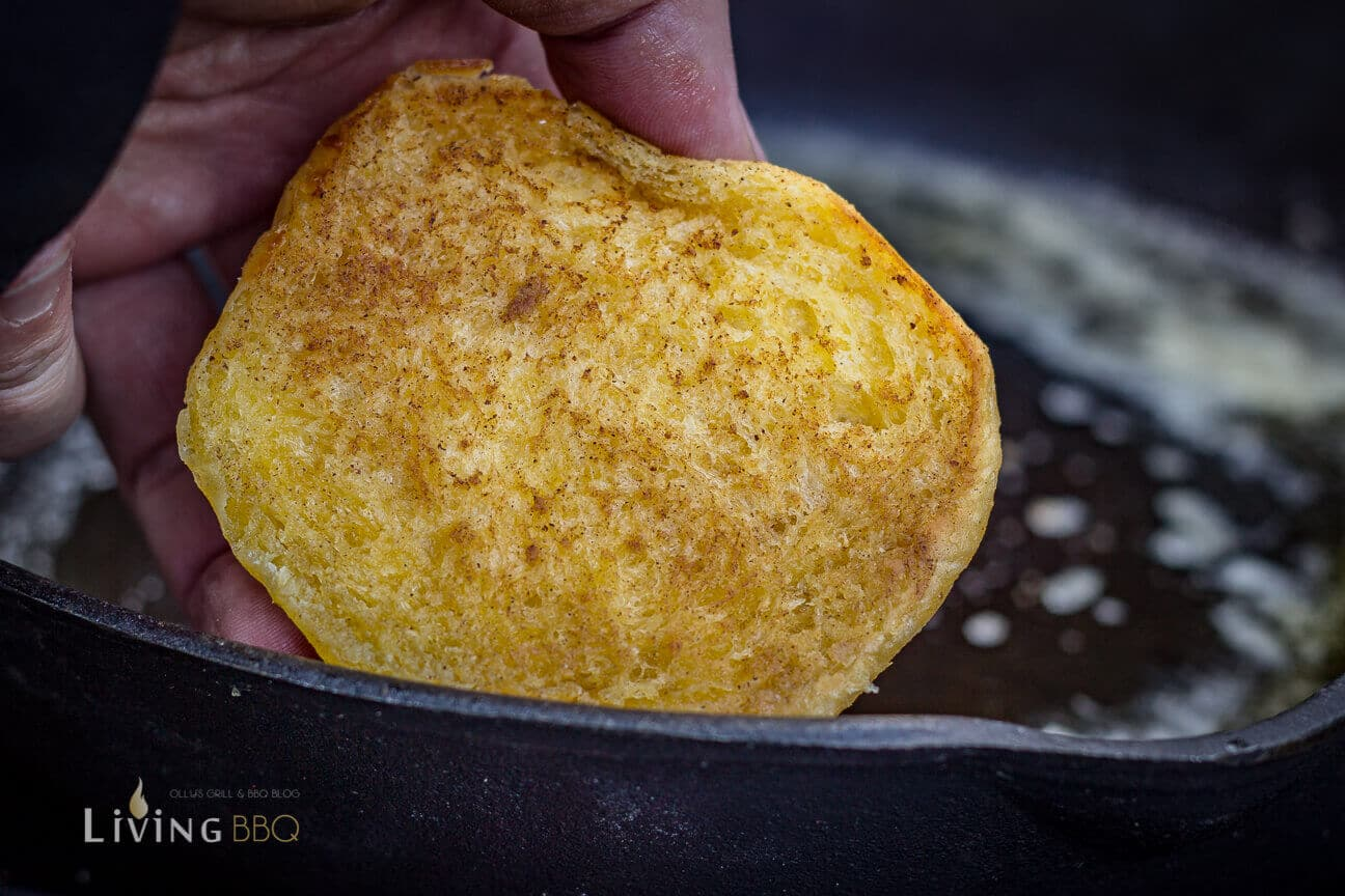 Burger Buns in heißer Butter oder Butterschmalz anrösten _Pulled Chicken 9 von 17