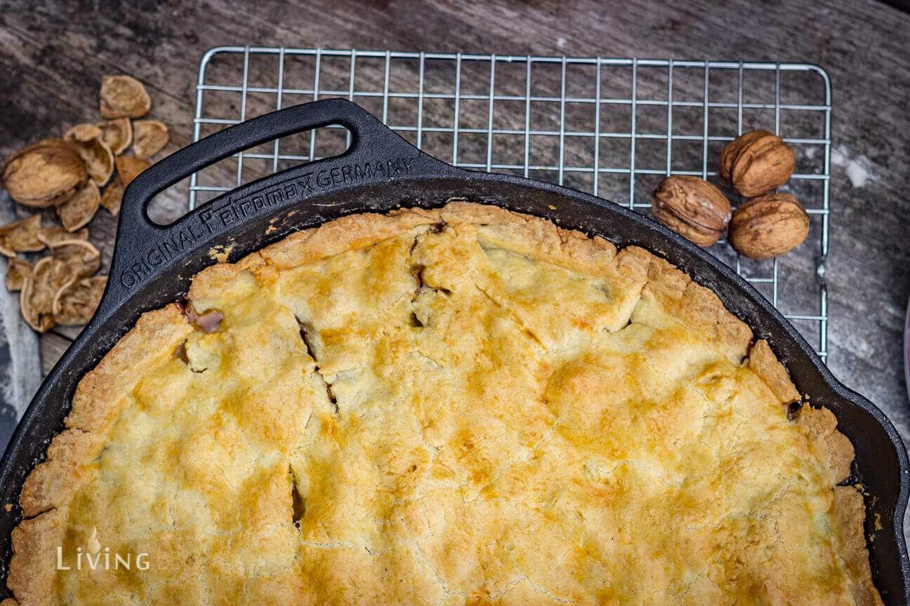 Fertig gebackener gedeckter Apfelkuchen [object object]_gedeckter Apfelkuchen 14 von 21