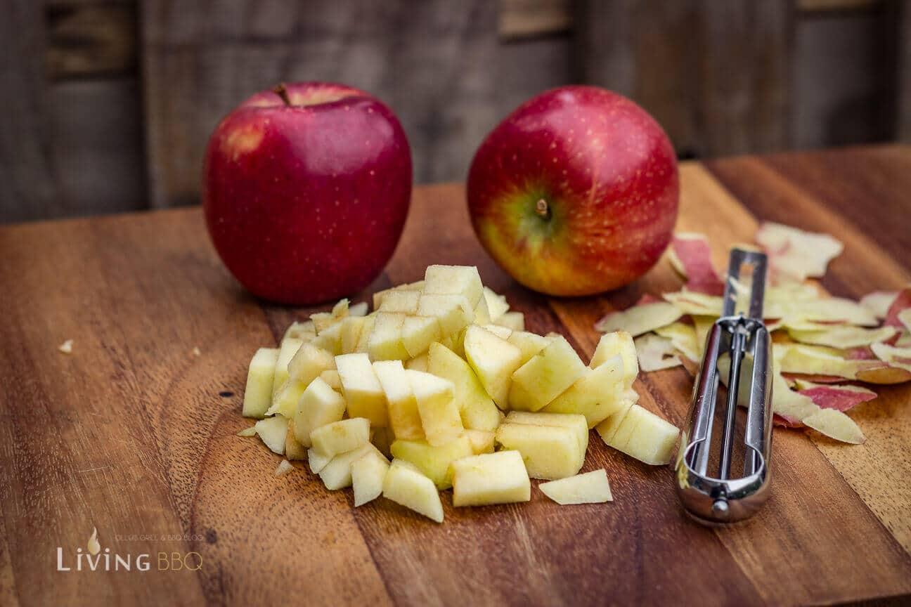 Äpfel in kleine Würfel schneiden [object object]_gedeckter Apfelkuchen 2 von 21