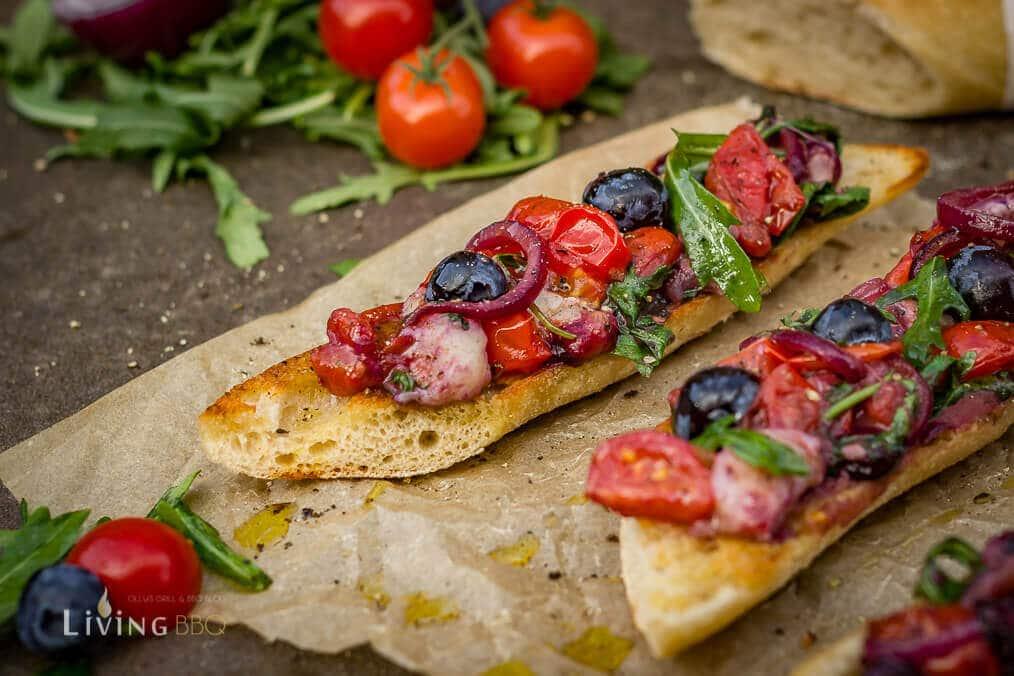 Tomaten Rucola Baguette serviert _Blaubeer Tomaten Rucola Baguette 10 von 14