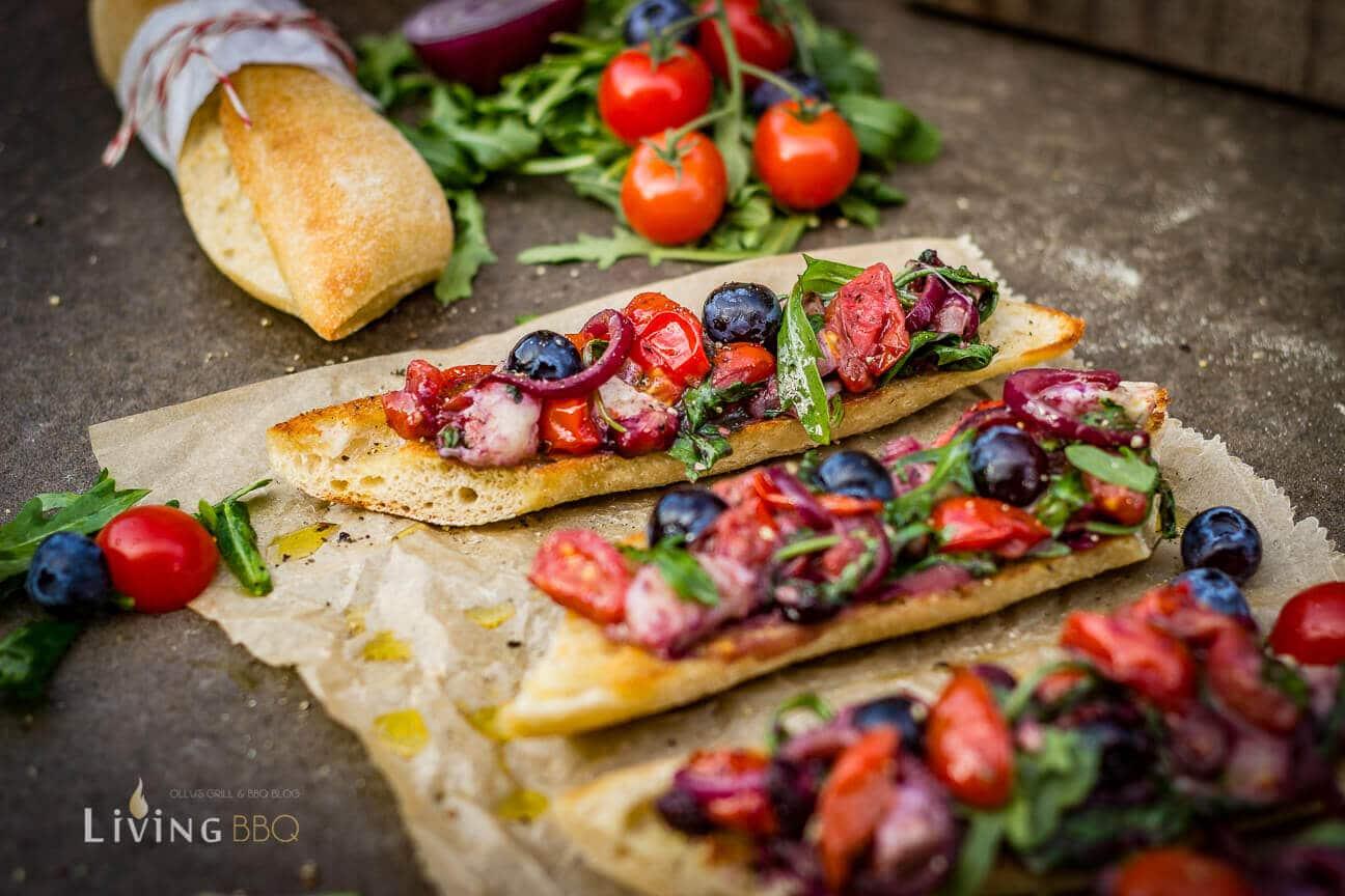 Tomaten Rucola Baguette anrichten