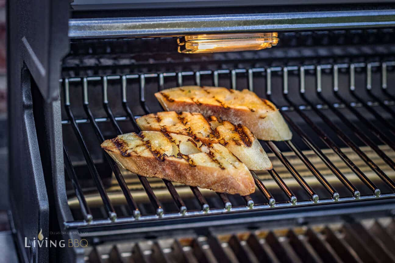 Baguette Brot im Grill anrösten
