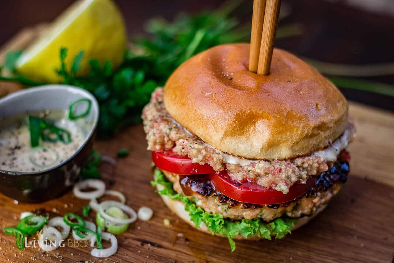 Lachs-Burger fertig gegrillt