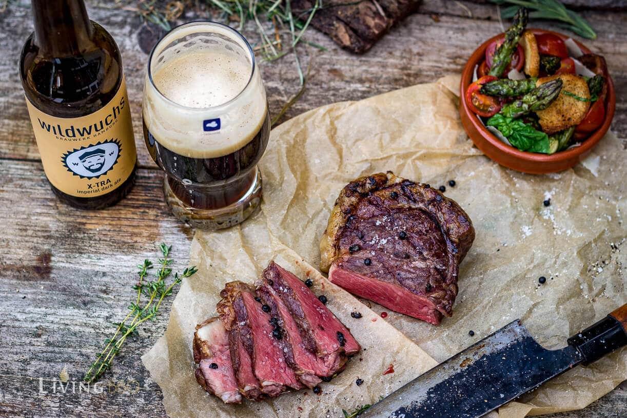 Bison Rumpsteak mit Spargelsalat und Craft beer