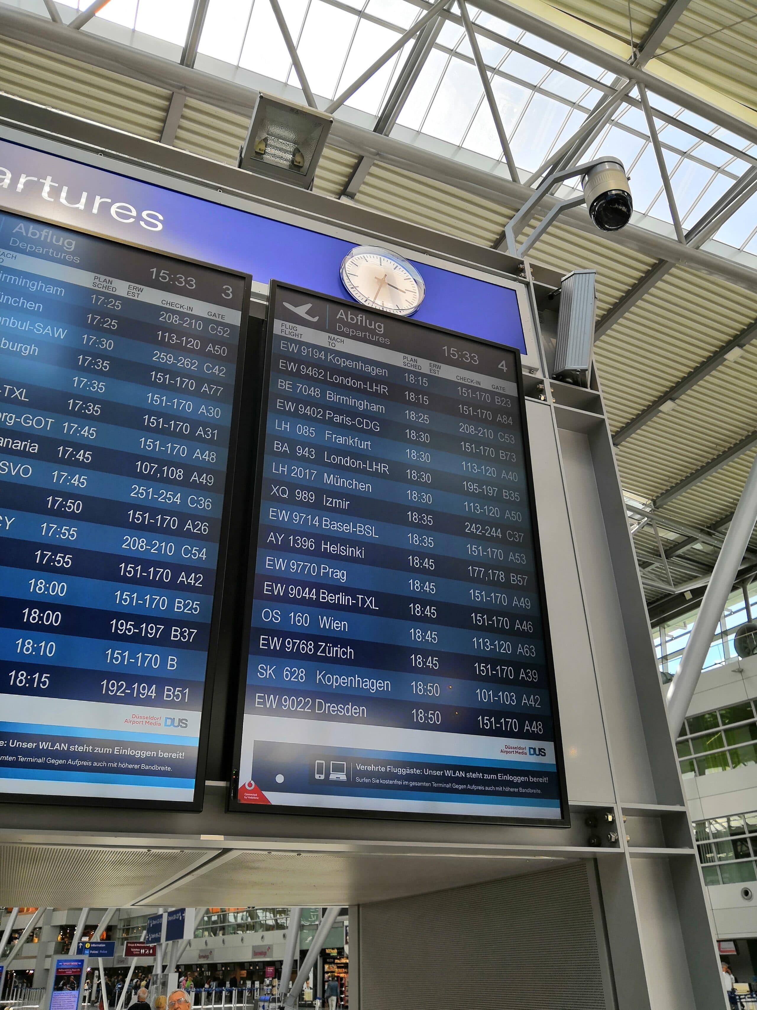 Abflugtafel Flughafen Düsseldorf
