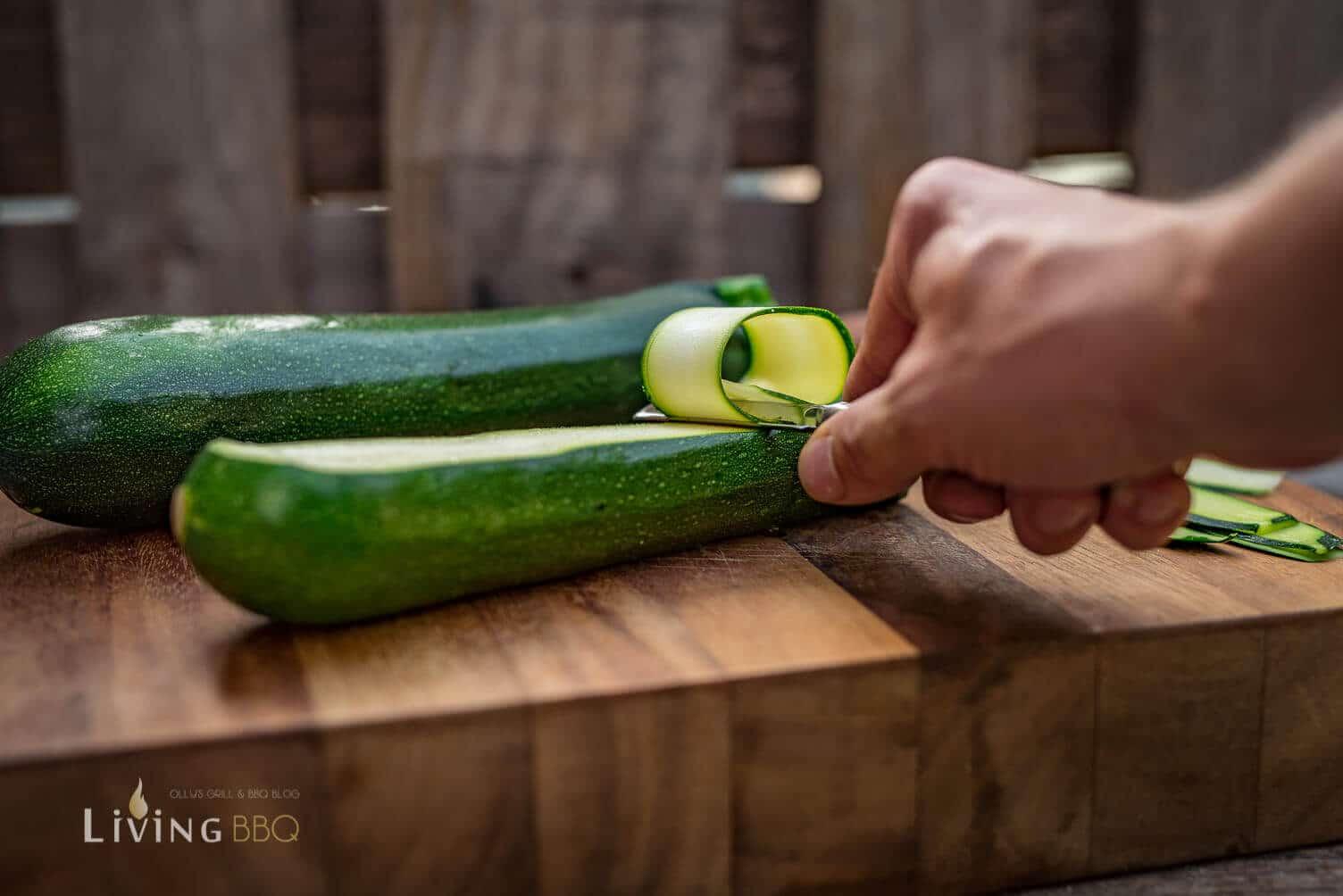 Zucchini in dünne Scheiben schneiden _Antipasti Leonardo Firenze 4 von 6