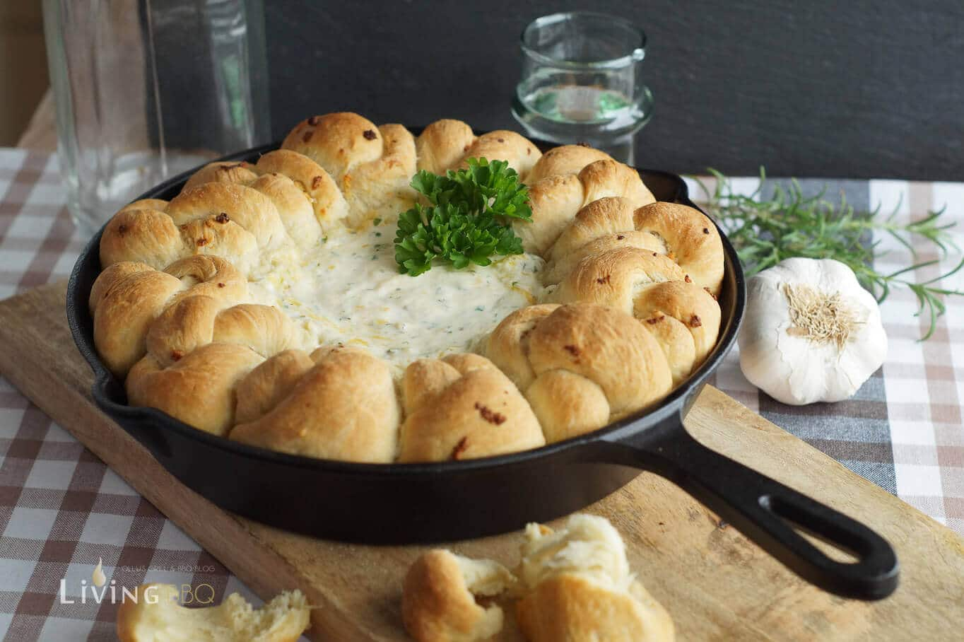 garlic herb knots with cheese dip gastbeitrag von usa kulinarisch living bbq. Black Bedroom Furniture Sets. Home Design Ideas