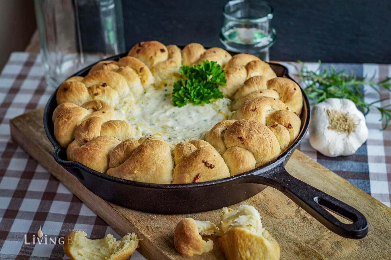 Garlic Herb Knots grillrezepte_Garlic Herb Knots Knoblauch Kra  uter Knoten 6 von 8