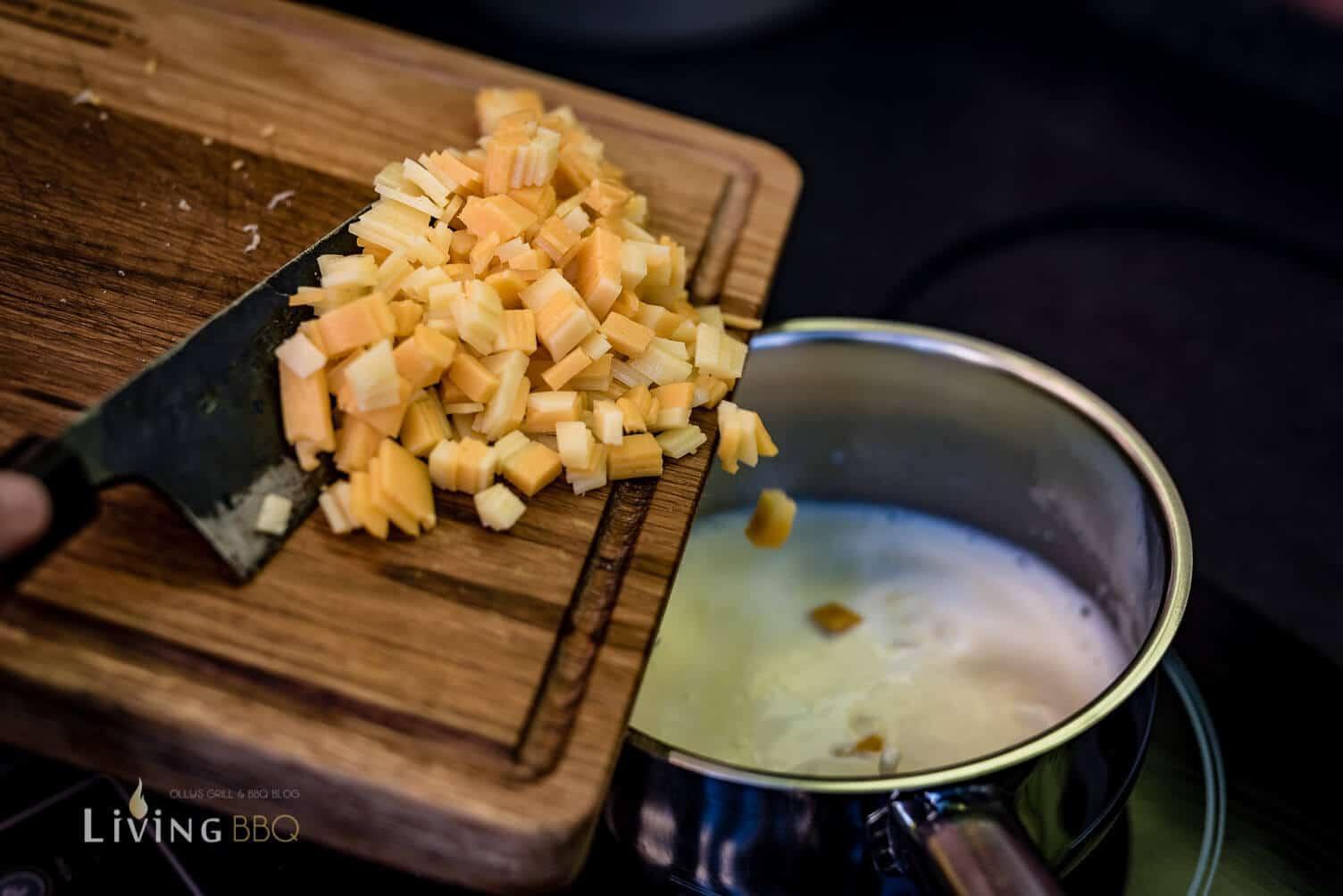 Cheddar Käse Sauce zubereiten _Tacos Shells mit Hu  hnchen und Salsa 6 von 16