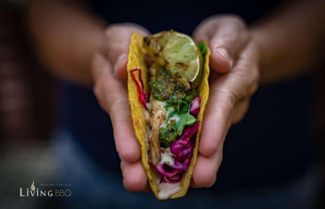 Taco Shells Mit Hühnchen und Cheddar Käse Sauce