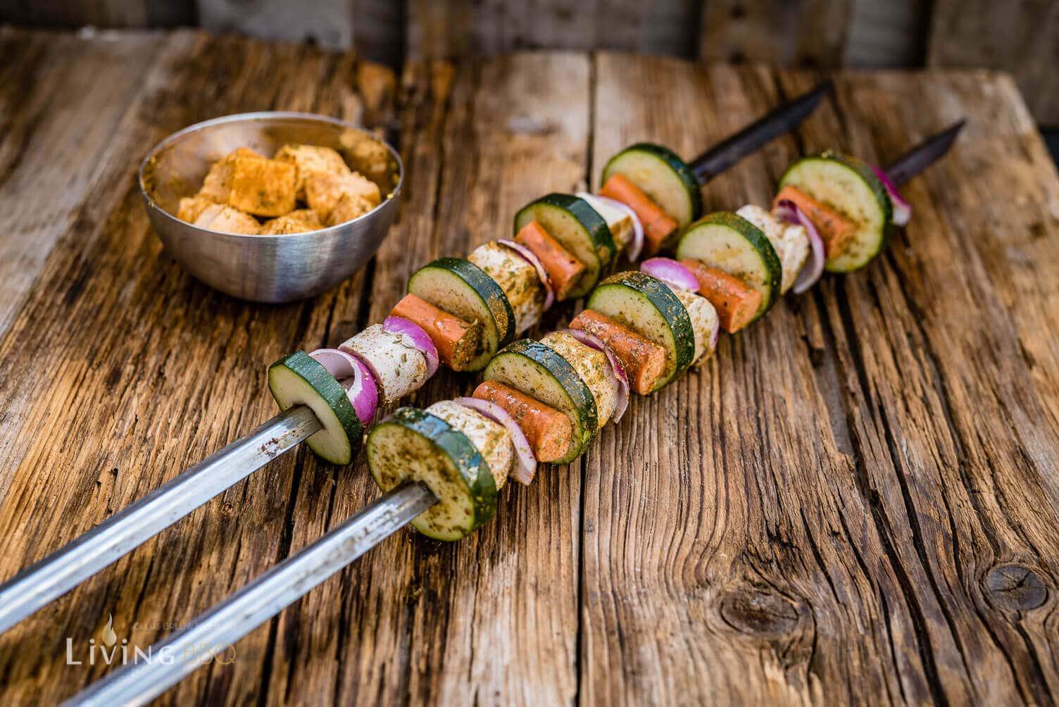 Grillspieße bereit zum Grillen _Grillspie  e mit Bratwurst 4 von 14