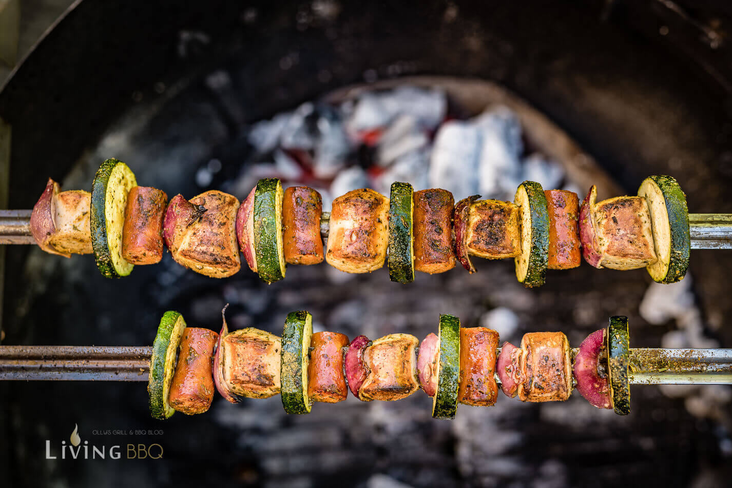 Bratwurst Grillspieß im Grill _Grillspie  e mit Bratwurst 7 von 14