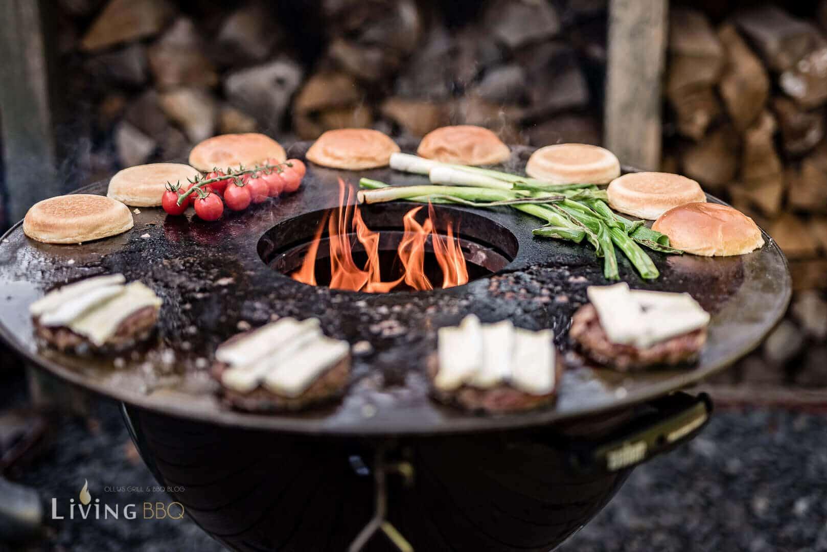 Volle Feuerplatte mit Burgern _Zwetschgen Burger 8 von 12
