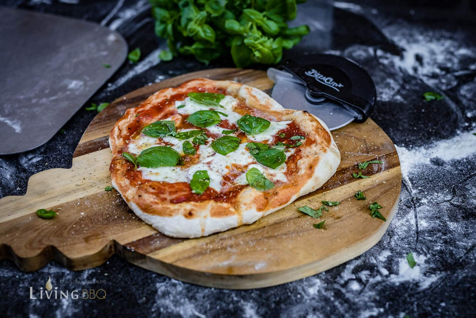 Pizza Margherita Pizza Cut _Moesta BBQ Pizza Cut 2 von 5