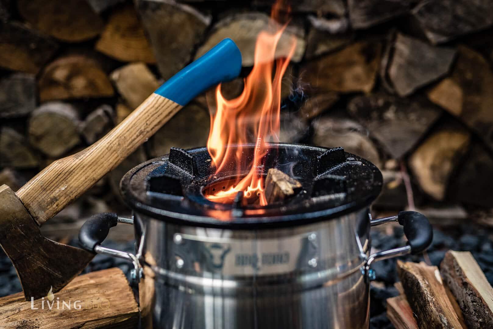 Holzfeuer im Raketenofen _Raketen Ofen 14 von 32