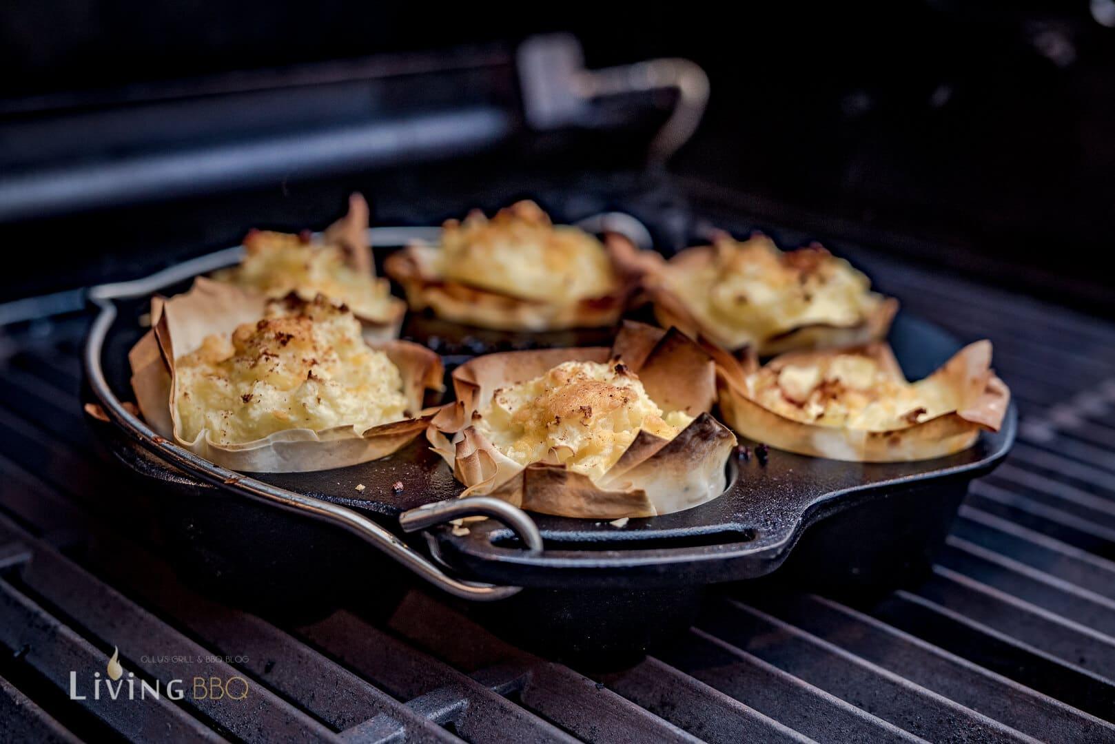 Muffinform aus Guss im Gasgrill