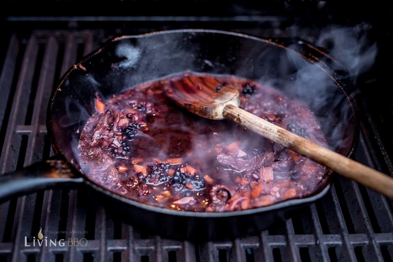 Sauce mit Portwein und Rotwein einkochen _Rehfilet Wellington 10 von 20